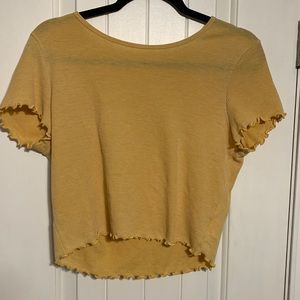 American Eagle Yellow Scalloped Cropped Shirt!